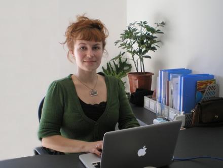 国际交流版块频道主持人:乔薇