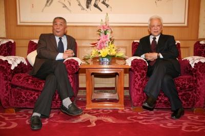 杨志海理事长与全国人大副委员长周铁农同志亲切交谈