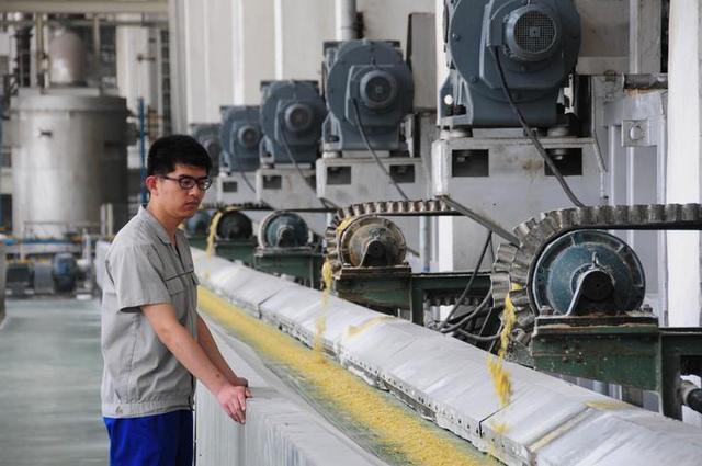 """原料药""""扑尔敏""""涨58倍 律师:药厂垄断违法成本太低"""